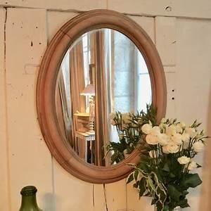 Miroir Cadre Bois : miroir ancien ovale rond en bois brut blond naturel et bord sculpt ~ Teatrodelosmanantiales.com Idées de Décoration