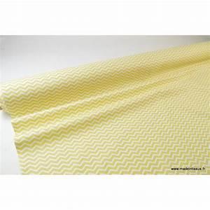 Tissu 100 Coton : tissu pas cher imprim chevrons zigzag jaune citron et blanc x50cm ~ Teatrodelosmanantiales.com Idées de Décoration