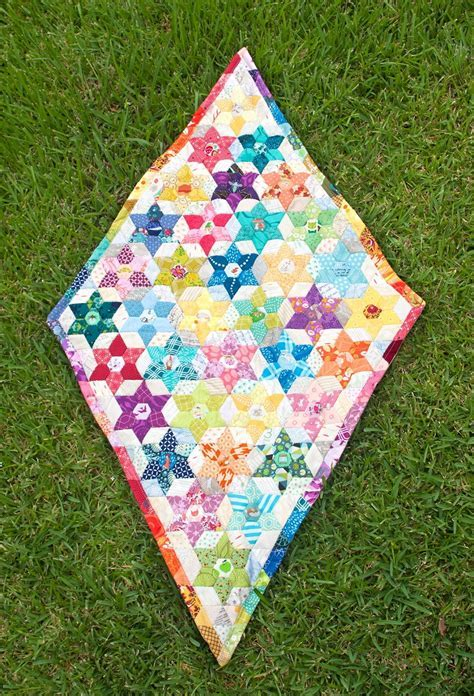 Diamond Triangle Quilt Pattern   FaveQuilts.com