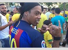 Incredible Ronaldinho lookalike spotted in Messi shirt at