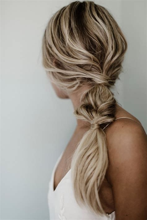 Bridesmaid Hairstyles For Hair by 25 Bridesmaid Hairstyles For All Hair Types Weddingwire