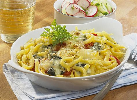 cuisiner des spaetzle käs spätzle gratin rezept mit bild henglein
