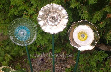 Garden Using Plates by Setting The Garden With Plate Flowers Thrifty Rebel Vintage
