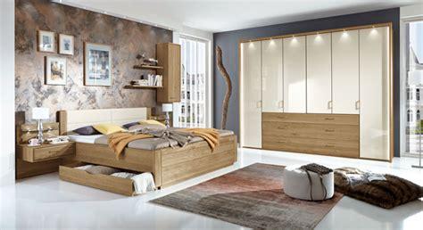 schlafzimmer ideen mit dachschräge barock teilmassives schlafzimmer komplett mit schubkastenbett