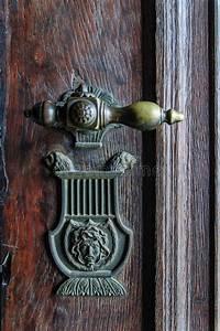Poignée De Porte Vintage : poign e de porte de vintage sur la porte antique photo stock image du trappe molette 38905558 ~ Teatrodelosmanantiales.com Idées de Décoration