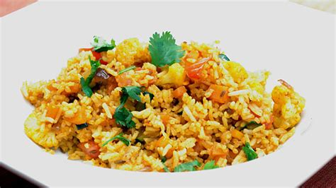 cuisiner le riz comment faire un plat de riz à l 39 indienne exotique