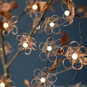 Guirlande Lumineuse Fleur : diy jardin fabriquer une guirlande de fleurs en cuivre marie claire ~ Teatrodelosmanantiales.com Idées de Décoration