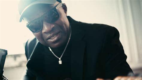 Roland Tchakounte - Immigré - Solo Performance - YouTube