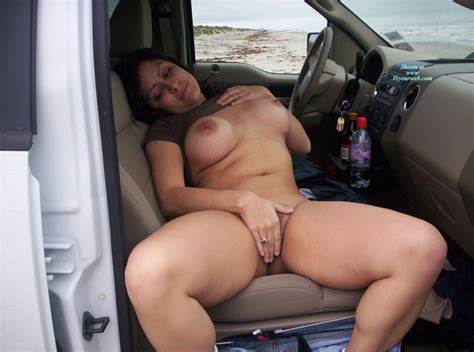 Four Girlfriend Thigh Swallows Outdoors Upskirt Aunties