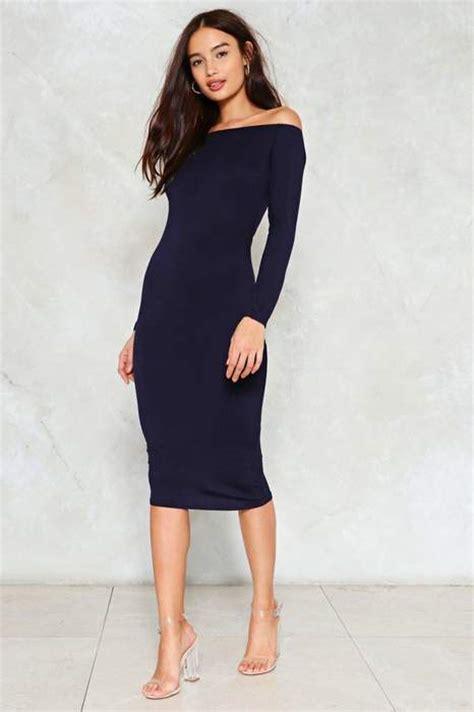 robe bleu marine mariage mi longue robe mi longue moulante bleu marine epaules nues sur