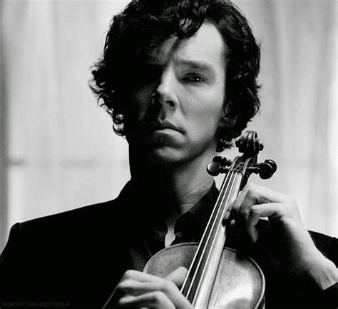 sherlock cumberbatch benedict violin bbc playing gifs giphy animated violins music unf jackaby jae jones tweet