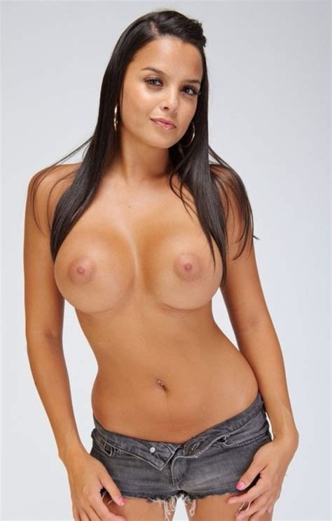 Desi A Nice Tits Perky Firm Shorts Blue Jeans Babe Tits Brunette Blonde Long Round Natural Sexy