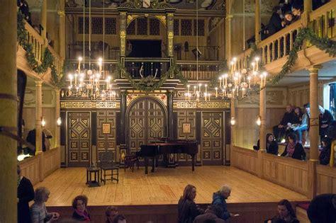 Fresh eyes on London: The Candlelit Theatre