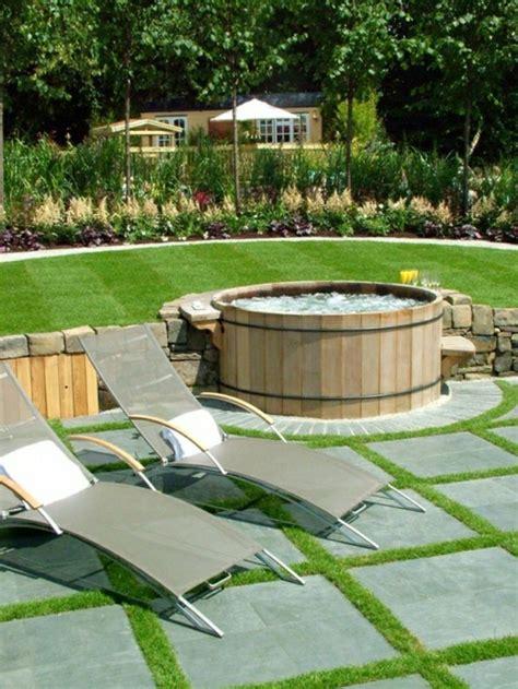 Gartengestaltung Mit Einem Badewanne Mit Hölzernen