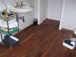 pose de parquet pont de bateau en teck pour salle de bain With pose parquet pont de bateau salle de bain