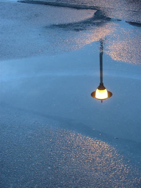 picture street light night rain puddle reflection