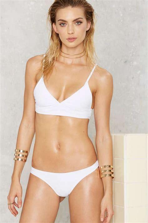 emily rose bikini emily ratajkowski shows off her phenomenal beach body in