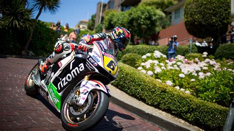 Play racing games online absolutely for free on najox.com. This Is What's It Like To Drive A Racing Motorcycle Down Lombard Street