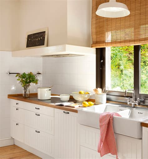 cocinas blancas  encimera de madera great detalle de