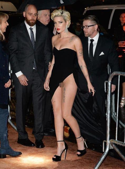 singer halsey suffered embarrassing wardrobe malfunction