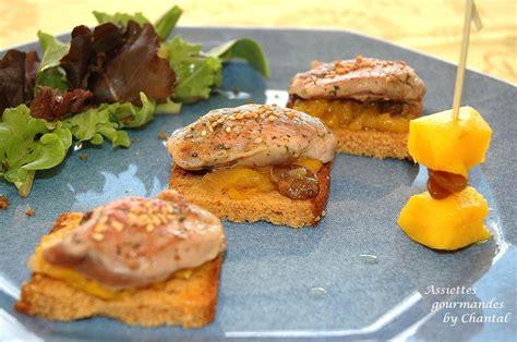 filets de cailles sur canapes de pain depices  chutney