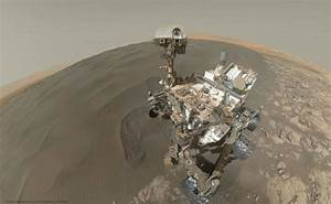 Curiosity Sticks Her Toes in a Martian Sand Dune, Takes a ...
