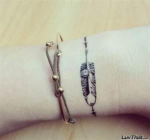 Tatouage Plume Poignet : 41 all around wrist tattoos ~ Melissatoandfro.com Idées de Décoration
