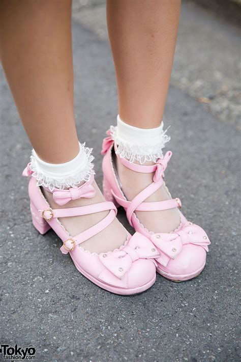 strawberry print angelic pretty lolita dress  parasol basket bag spank accessories tokyo