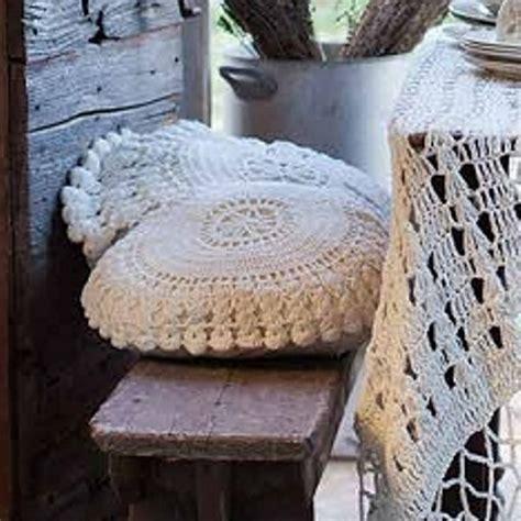 coussin rond pour chaise coussin rond crochet blanc mariclo coussins et galette