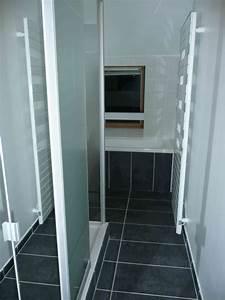 Carrelage Noir Salle De Bain : 1 an 3 salles de bain 3 gris et blanc ~ Dailycaller-alerts.com Idées de Décoration