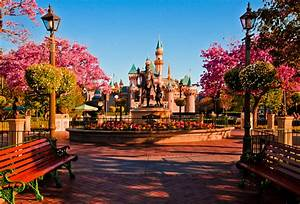 Welcome to Disneyland Photo - Disney Tourist Blog