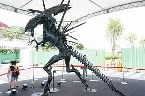 Lifesize Queen ALIEN Statue - Stands 16 Feet Tall! - The