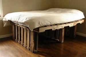 Comment Faire Un Lit En Palette : lit en palette 50 id es pour fabriquer un lit en palette ~ Nature-et-papiers.com Idées de Décoration