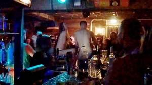 Couple En Train De Faire L Amour : faire l 39 amour dans un bar adg ~ Maxctalentgroup.com Avis de Voitures