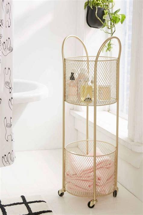 eyeing   small bathroom storage ideas