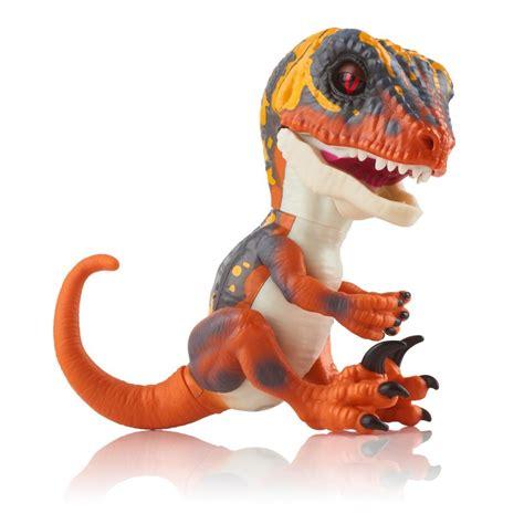 Fingerlings Untamed Velociraptor Dino Assortment