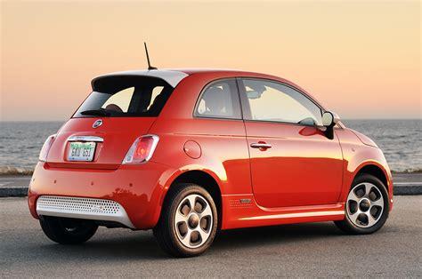 Открыть страницу «fiat 500» на facebook. 2014 Fiat 500E Red - TOPAUTOMAG.COM