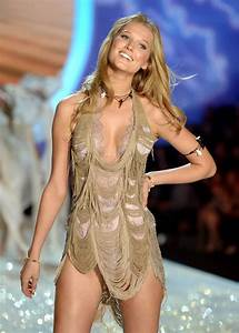2013 Victoria's Secret Fashion Show Runway Pictures
