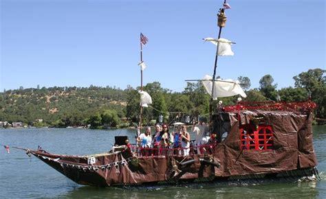 pontoon decorating ideas google search boat parade