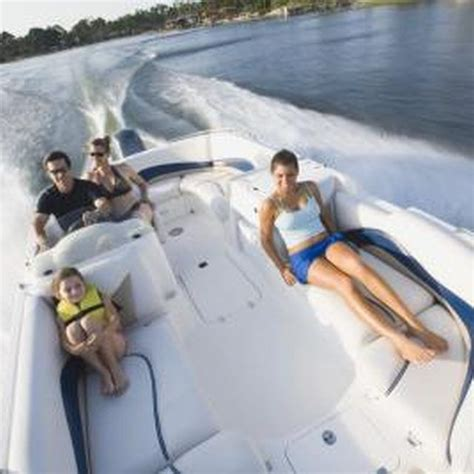 Pontoon Upholstery Repair by Best 25 Boat Seats Ideas On Pontoon Boat