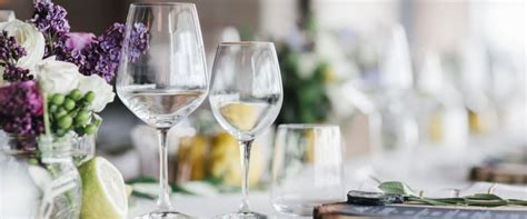 come posizionare i bicchieri a tavola come apparecchiare la tavola secondo il galateo