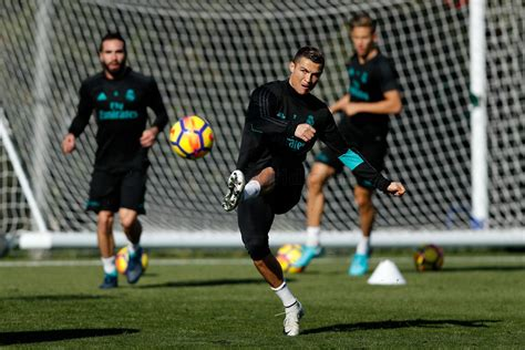 Isco and Modric return to the group | Real Madrid CF