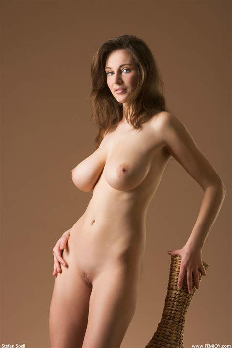 Slim And Busty Brunette Porn Pic Eporner
