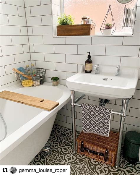 small bathroom trends      small