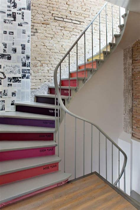 treppen streichen ideen holztreppe streichen farbig und kreativ archzine net