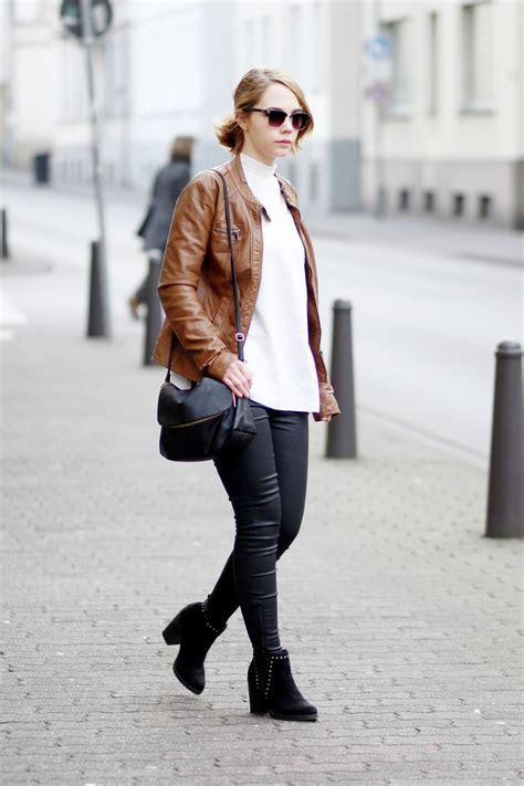 schwarze hose kombinieren damen braune lederjacke kombinieren mit zara sweater und schwarzer hose bezaubernde nana