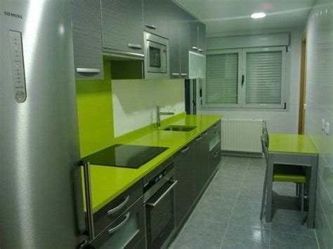 cocina pequena en verde  gris casa web