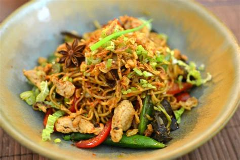 comment cuisiner les nouilles chinoises nouilles chinoises sautées au poulet parfumé la recette