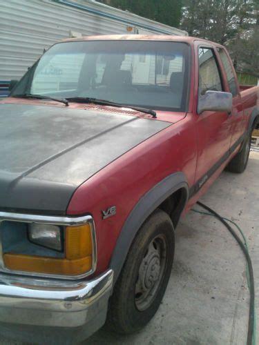 find   dodge dakota le extended cab pickup  door