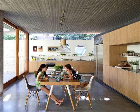 rumah tampil minimalis material kayu beton desain interior